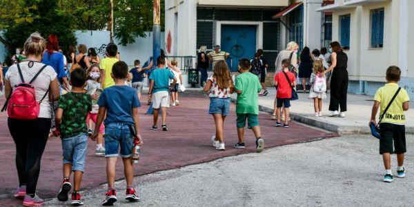 Ο ΕΟΔΥ θα ανακοινώνει τα κρούσματα στα σχολεία - Πάνω από 1.000 το πρώτο διήμερο - Ειδήσεις Pancreta