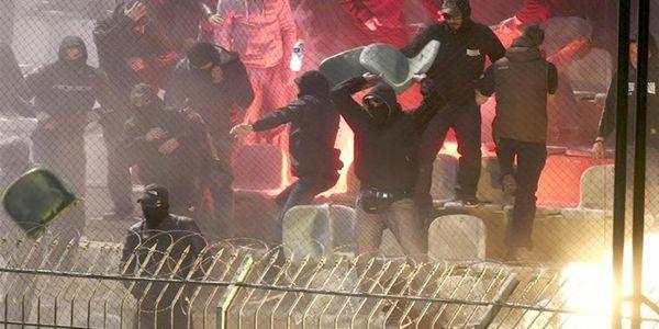 Βία στα γήπεδα και επαγγελματίες κάφροι