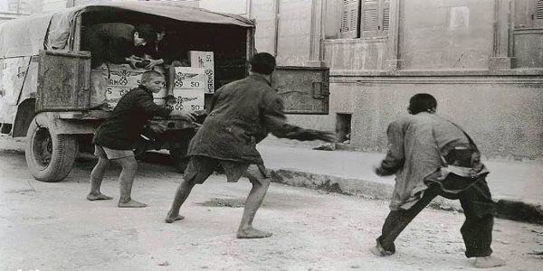 Δημήτρης Ψαθάς : Τα πεινασμένα αλητάκια της Αθήνας - Ειδήσεις Pancreta