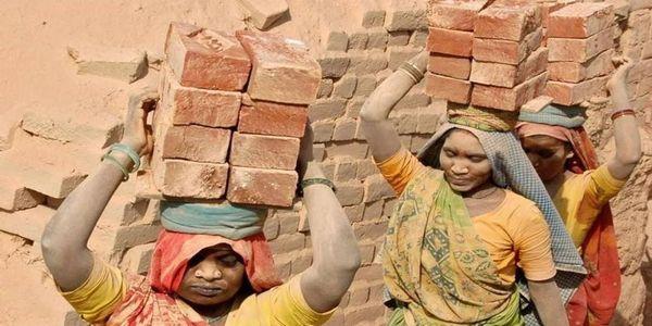 Παιδιά-σκλάβοι: Τους κλέβουν τις ζωές και την αθωότητα