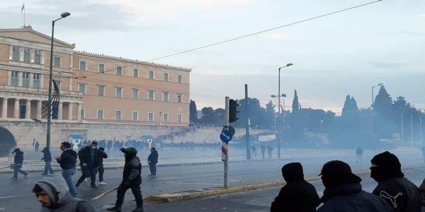 «Μακεδονικό» συλλαλητήριο στην Αθήνα - Εκτεταμένα επεισόδια σημειώνονταν σε όλη τη διάρκεια του συλλαλητηρίου (Photos)
