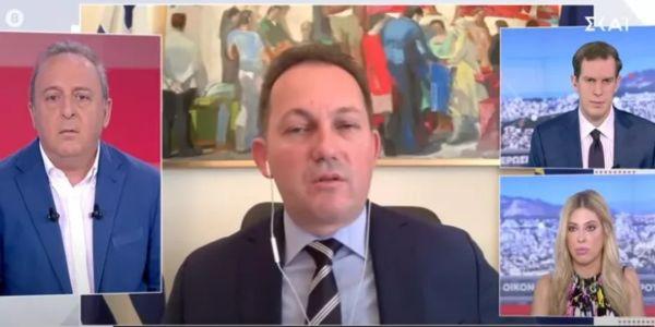 Ο Πέτσας νίπτει τας χείρας του για τα 20 εκατ. ευρώ σε ΜΜΕ και κουνάει το δάχτυλο στους δημοσιογράφους