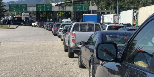 Η Ελλάδα κλείνει τα σύνορα για τους Σέρβους λόγω έξαρσης του Covid-19