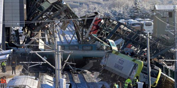 Άγκυρα: Τουλάχιστον 9 νεκροί και 47 τραυματίες από εκτροχιασμό τρένου