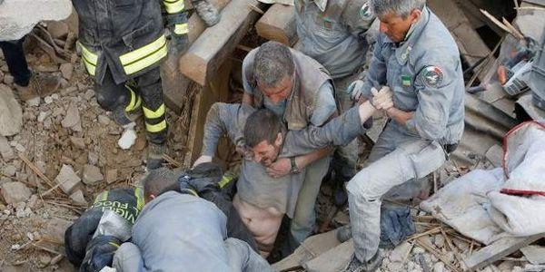 Δραματικές ώρες στην Ιταλία -247 νεκροί από το φονικό σεισμό, 400 τραυματίες