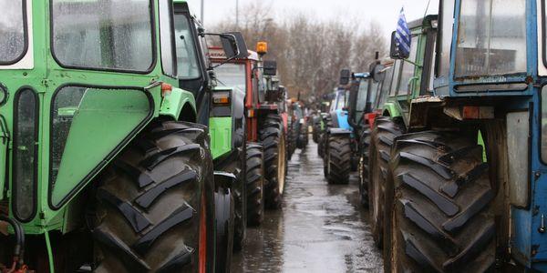 Βγάζουν τρακτέρ και αγροτικά στην είσοδο του Οροπεδίου - Ειδήσεις Pancreta