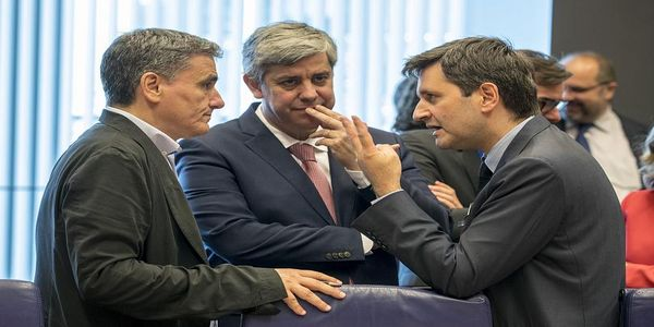 Στα μέτρα της Αθήνας η συμφωνία για το χρέος - Οι αποφάσεις του Eurogroup μετά το διαπραγματευτικό θρίλερ και οι δηλώσεις