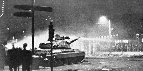 O ΣΤΡΑΤΙΩΤΗΣ-ΟΔΗΓΟΣ TOY TANK που γκρέμισε την πύλη του Πολυτεχνείου μιλάει για το μακελειο της 17ης Νοεμβρίου 1973