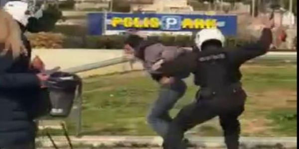 Ερευνα από την ΕΛ.ΑΣ για τις καταγγελίες στη Νέα Σμύρνη - Ολο το βίντεο με τον ξυλοδαρμό του πολίτη | Pancreta Ειδήσεις