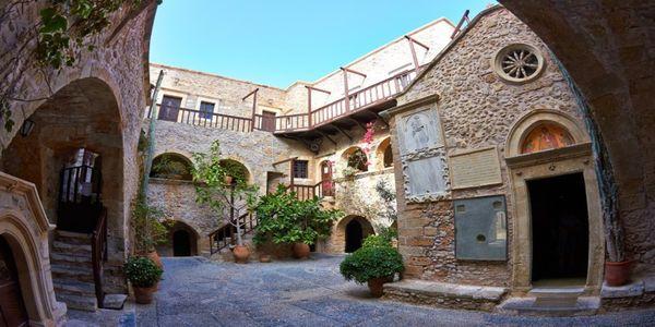Το ξακουστό μοναστήρι της Κρήτης που θυμίζει φρούριο - Ειδήσεις Pancreta
