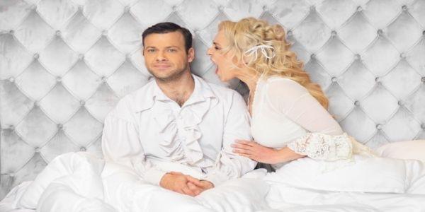 «Το Νυφικό Κρεβάτι» στο Κηποθέατρο «Νίκος Καζαντζάκης» την Κυριακή 1 Αυγούστου - Ειδήσεις Pancreta