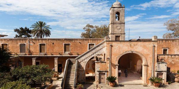 Υπογραφή σύμβασης για την προστασία της Ιστορικής Μονής Αγίας Τριάδος των Τζαγκαρόλων