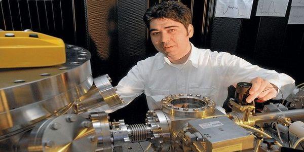Ελευθέριος Γουλιελμάκης: Ο Έλληνας φυσικός που πέτυχε νέο ρεκόρ ταχύτητας