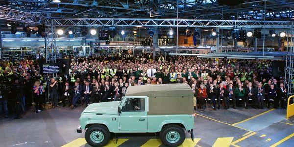 Land Rover Defender : To τελευταίο αντίο ενός θρυλικού αυτοκινήτου (video) - Ειδήσεις Pancreta