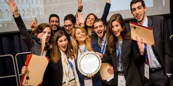 Πρωταθλήτρια κόσμου η Νομική Αθηνών -Ξεπέρασε ακόμα και το Χάρβαρντ - Ειδήσεις Pancreta