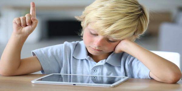 Με τα smartphones: Τα παιδιά έχουν ξεχάσει πώς να γυρνούν τις σελίδες των βιβλίων - Ειδήσεις Pancreta