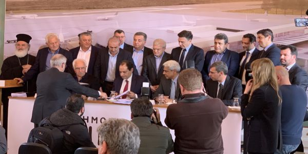 Υπογραφή σύμβασης για το αεροδρομίου Καστελίου - Αρναουτακης: Το νέο αεροδρόμιο θα συμβάλλει στην οικονομία - αναπτυξη
