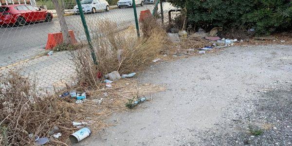 Δημοτικό πάρκινγκ Αμμουδάρας: Τα σκουπίδια πλέον καταλαμβάνουν και θέσεις πάρκινγκ - Ειδήσεις Pancreta