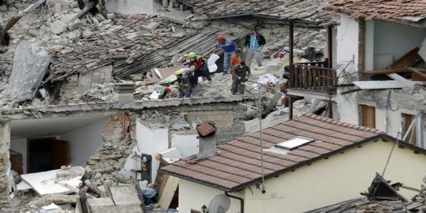 Ματέο Ρέντσι: «Υπάρχουν τουλάχιστον 120 ζωές που χάθηκαν και αυτός δεν είναι ακόμη ο οριστικός απολογισμός»