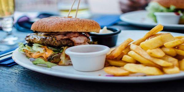 Το fast food κρύβει ακόμη έναν κίνδυνο, τα «παντοτινά χημικά»