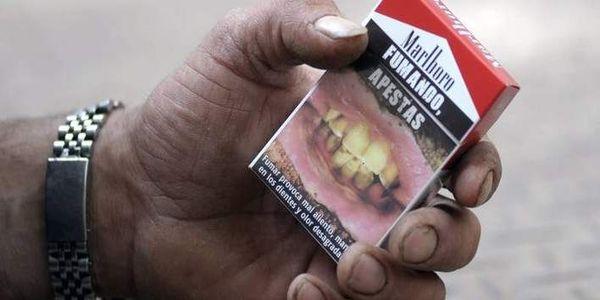 Η ιστορία της καταπολέμησης του καπνίσματος: Γιατί καταλήξαμε στις τρομακτικές εικόνες των πακέτων